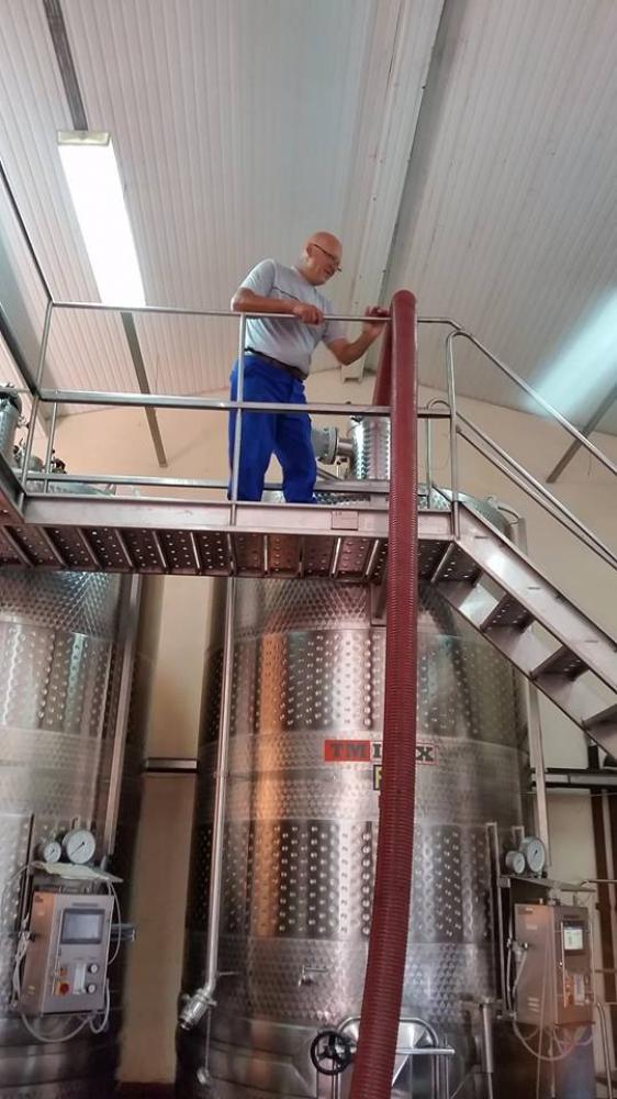 Как правим виното